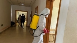 Les médecins camerounais se battent sur deux front: COVID-19 et choléra