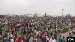 Thousands of people gathered in Friendship Yards Saturday evening to celebrate the agreement with music (E. Sarai/VOA)