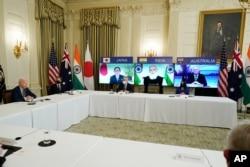 조 바이든 미국 대통령이 지난 달 워싱턴 백악관에서 '쿼드' 4개국 정상인 스가 요시히데 일본 총리, 나렌드라 모디 인도 총리, 스콧 모리슨 호주 총리와 첫 화상회담을 가졌다.