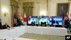 조 바이든 미국 대통령이 12일 워싱턴 백악관에서 '쿼드' 4개국 정상인 스가 요시히데 일본 총리, 나렌드라 모디 인도 총리, 스콧 모리슨 호주 총리와 첫 화상회담을 가졌다.
