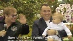 Elton John padre otra vez