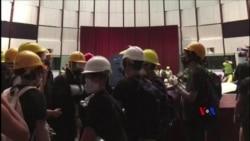 2019-07-01 美國之音視頻新聞: 大批示威者衝入香港立法會 懸掛香港殖民地旗