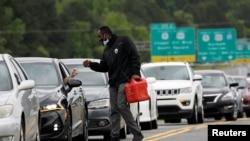 La panique des automobilistes américains à la recherche d'essence s'étend