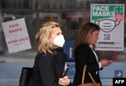 Warga Melbourne, Australia, diimbau mengenakan di tengah pandemi Covid-19, 20 Juli 2020. (Foto: dok).