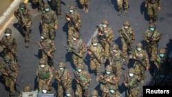 Quân đội Myanmar chống biểu tình phản đối cuộc đảo chính quân sự ở Yangon, Myanmar, ngày 28/2/2021 (Ảnh tư liệu).