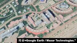 원산갈마 해안지구를 촬영한 위성사진. 사진=Google Earth / Maxar Technologies.