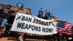 Demonstranti u El Pasu traže zabranu automatskog oružja