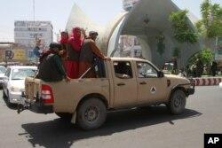 Talibanski borci u vozila u gradu Herat, zapadno od Kabula, Afganistan, 14. august 2021.