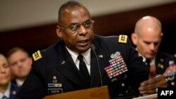 En esta foto de marzo del 2016, el general del Ejército Lloyd Austin, comparece ante un comité del Senado.