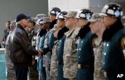 지난 2013년 12월 바이든 부통령이 판문점 비무장지대를 방문했다.