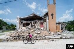 Gereja St Anne terlihat hancur total akibat gempa di Chardonnieres, Haiti,18 Agustus 2021.