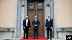 하이코 마스 독일 외무장관과 도미닉 라브 영국 외무장관, 장이브 르드리앙 프랑스 장관이 19일 독일 베를린에서 회담했다.