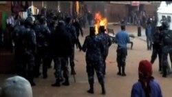 2013-02-13 美國之音視頻新聞: 一名藏人星期三在尼泊爾自焚 傷勢嚴重