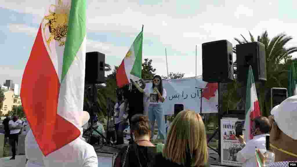 تجمع گروهی از ایرانی-آمریکاییها در کالیفرنیا برای اعتراض به اعدام نوید افکاری و نقض حقوق بشر ایران