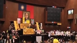 台灣學生繼續佔領立法院並限期馬英九回應