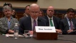 Сешнс: во тек се консултации дали да се отвори истрага за Клинтон