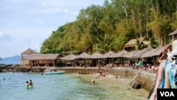 The Vietnam beach town of Nha Trang is popular with Russian tourists. (VOA News)