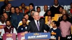 """Ứng cử viên TT Đảng Dân chủ, cựu Thị trưởng TP New York Michael Bloomberg phát biểu trong cuộc vận động """"Mike for Black America"""" tại Bảo tàng Quân nhân Quốc gia Buffalo ngày 13/2/2020 ở Houston. (AP Photo/David J…"""