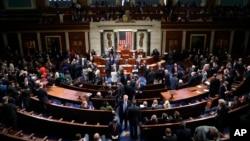2019年10月31日众议院议员投票推进一阶段弹劾调查程序