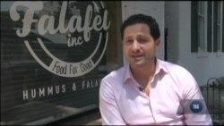 Їдальня у Вашингтоні наймає на роботу вимушених переселенців і жертвує частину прибутків для біженців. Відео