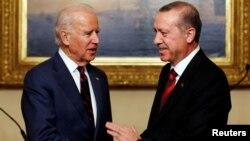 Biden, başkan yardımcılığı döneminde ziyaret ettiği İstanbul'da Cumhurbaşkanı Erdoğan ile. (22 Kasım 2014)