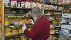 Крамниці у США виділяють окремі години роботи для обслуговування літніх клієнтів. Відео
