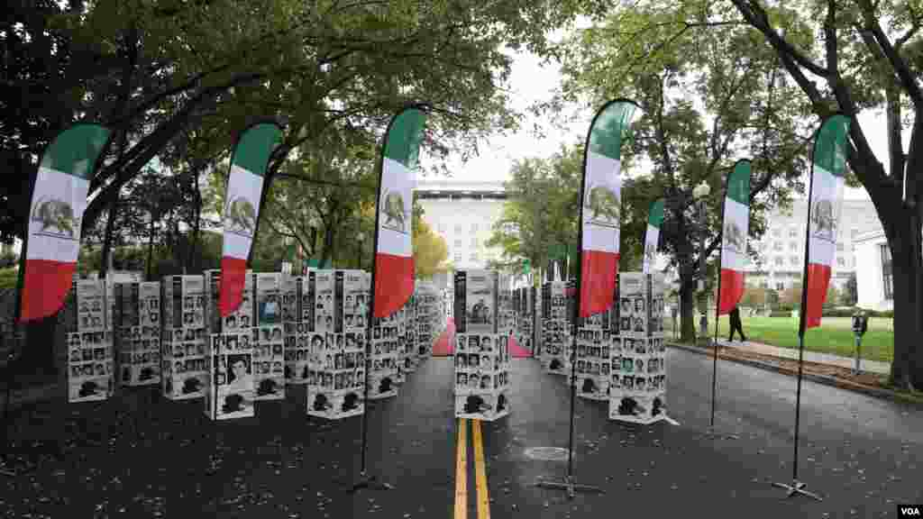نمایشگاهی از هزاران عکس و گرافیک که شرح چهار دهه نقض حقوق بشر در ایران را به تصویر میکشند روز چهارشنبه در خارج از ساختمان وزارت خارجه آمریکا در شهر واشنگتن برگزار شد.