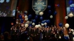 Jóvenes científicos se abren paso en EE.UU.