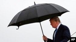 Presidente Donald Trump desembarca em Osaka, Japão, 27 de Junho.