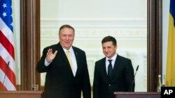 Državni sekretar Majk Pompeo sa ukrajinskim predsednikom Zelenskim u Kijevu, 31. januara 2020.