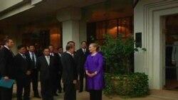 Клинтон се сретна со претседателот на Бурма