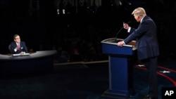 El presidente Donald Trump se dirige desde el atril al periodista y moderador del primer debate presidencial 2020, Chris Wallace, durante el evento del 29 de septiembre de 2020.