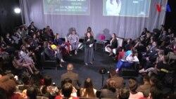 Líderes latinas dialogan sobre el éxito profesional.