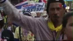 Phe đối lập Thái Lan tiếp tục biểu tình dù thủ tướng bị truất quyền