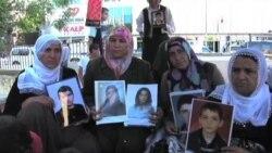 Kürdlər uşaqlarının PKK tərəfindən oğurlandığını deyirlər