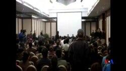 2014-03-18 美國之音視頻新聞: 馬航客機中國乘客家屬揚言絕食抗議