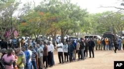 La liste des résidents pour voter, le 28 octobre 2020, à Dodoma, en Tanzanie, pour une élection présidentielle qui, selon l'opposition, est déjà profondément compromise par la manipulation et la violence meurtrière.