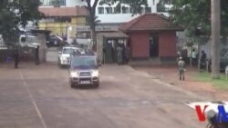 Besigye libéré sous caution après deux mois de détention en Ouganda (vidéo)
