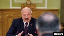 Predsednik Belorusije Aleksandar Lukašenko razgovara sa američkim državnim sekretarom Pompeom, 1. februara 2020.
