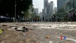 2014-10-14 美國之音視頻新聞: 香港警方清除金鐘道示威者路障