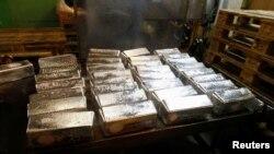Lingotes de plata en una planta procesadora de metales en Glogow, Polonia, el 10 de mayo de 2013.