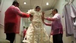 نمایش طرحی و دوخت لباس عروس با دستمال توالت در نیویورک