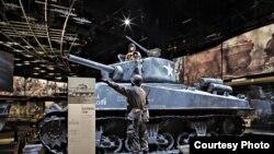 រថពាសដែក M4 Sherman គឺជានិមិត្តរូបរបស់សហរដ្ឋអាមេរិកក្នុងសង្គ្រាមលោកលើកទី២។ រថពាសដែកនេះត្រូវបានដាក់តាំងបង្ហាញនៅសារមន្ទីរជាតិកងទ័ពសហរដ្ឋអាមេរិកនៅរដ្ឋ Virginia ដែលសារមន្ទីរនេះទើបតែបើកសម្ពោធនៅថ្ងៃទី១១ ខែវិច្ឆិកា នៅចំទិវាអតីតយុទ្ធជនសហរដ្ឋអាមេរិក។