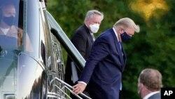 ប្រធានាធិបតីសហរដ្ឋអាមេរិកលោក Donald Trump បានទៅដល់មន្ទីរពេទ្យយោធា Walter Reed នៅក្រុង Bethesda រដ្ឋ Maryland កាលពីថ្ងៃទី ២ ខែតុលា ឆ្នាំ២០២០ តាមរយៈឧទ្ធម្ភាគចក្រ Marine One ក្រោយពីរកឃើញថាមានឆ្លងជំងឺកូវីដ១៩។