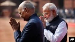 Narendra Modi, à droite, New Delhi, Inde, le 29 novembre 2019.