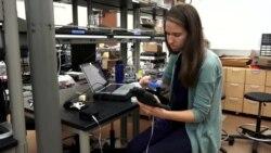 นักวิจัยในสหรัฐฯ พัฒนามือเทียมที่มีความรู้สึกประสาทสัมผัส