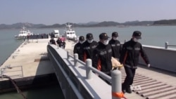 Body Count Rises as Korea Ferry Divers Finally Enter Ship