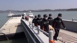 Body Count Rises as Korea Ferry Divers Finally Enter Ship