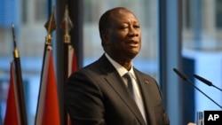 Les réactions se multiplient au lendemain de l'annonce du président Ouattara