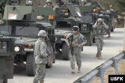주한미군 제2보병사단 소속 군인들이 지난 2009년 3월 경기도 포천 캠프 로드리게스 사격장에서 실사격 훈련을 준비하고 있다.